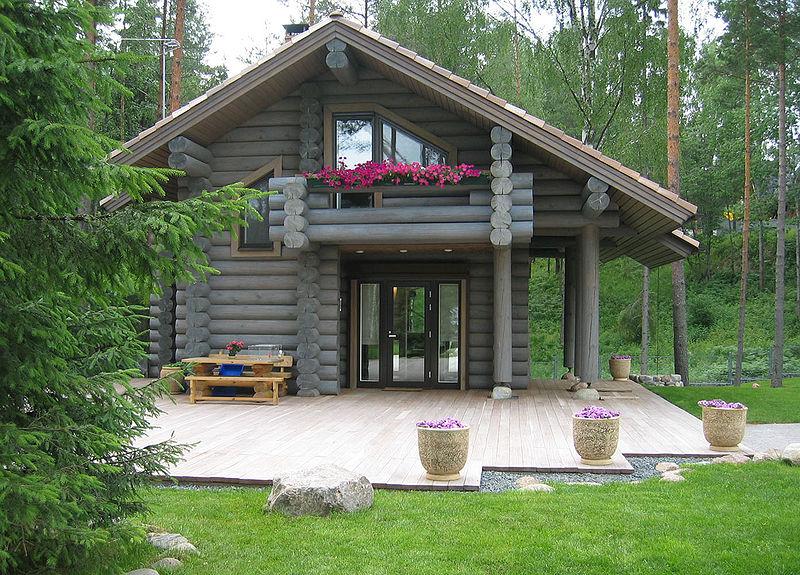 Создавая проект террасы, стоит помнить о том, что она должна гармонично вписываться в общий облик дома.